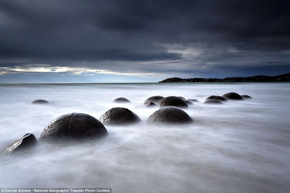 Валуны Моераки в Новой Зеландии